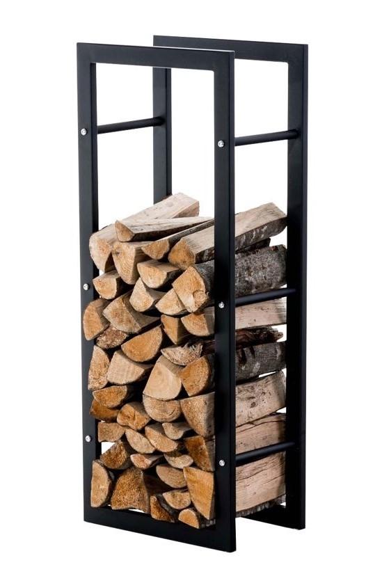Staande opslag met brandhout